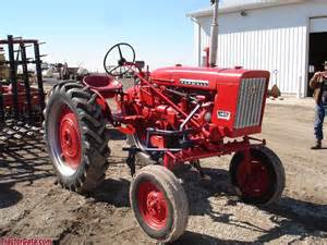 tracteur Farmall 140 HI-CLEAR