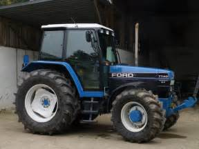 7740 - Fiche technique Ford 7740