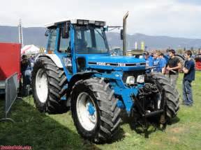 7810 - Fiche technique Ford 7810