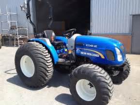 Boomer 25 - Fiche technique New Holland BOOMER 25