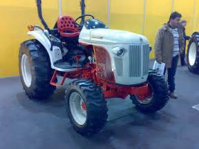 tracteur New Holland BOOMER 8N
