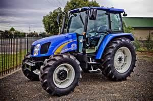 tracteur New Holland TB110