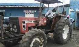 tracteur New Holland TD85D